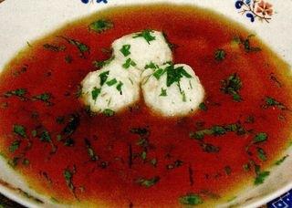 Supă de roşii cu găluşte de branza