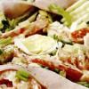 Salată cu sos de brânză