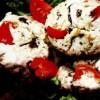 Ciuperci umplute cu brânză de vaci si sos pesto