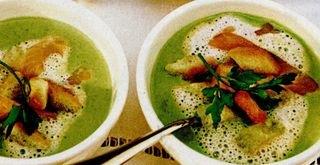 Supă de mazare cu somon afumat si crutoane