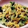 Paste cu sos fin de arahide si broccoli