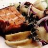 Peşte afumat cu salată si seminte de mustar