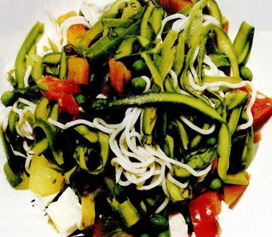 Salată Caprese cu taitei shirataki