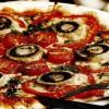 Pizza cu ciuperci şi cireşine