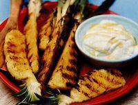 Ananas la grătar, cu sos de iaurt şi miere