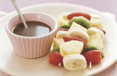 Fructe cu sos de ciocolata