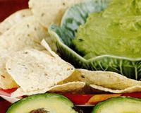 Lipii cu pastă de avocado şi fasole albă