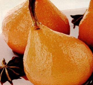 Pere fierte în vin roşu cu portocale