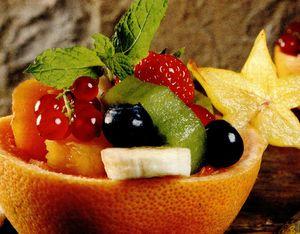 Salata delicioasa de fructe cu frisca