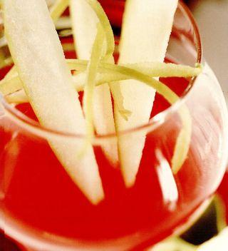 Sorbet de fragi şi mere cu votca aromata