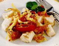 Peşte gratinat cu cartofi şi ardei gras