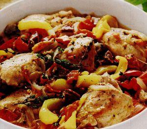 Pui la cuptor cu ardei gras şi salam picant
