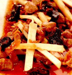 Raţă în sos dulce-acrişor cu prune uscate