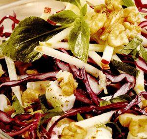Salată de varză roşie cu nuci