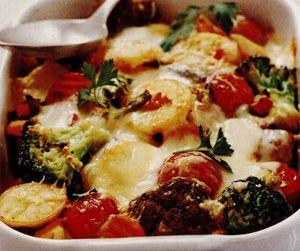 Sufleu de broccoli cu roşii şi chifteluţe