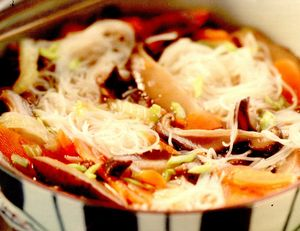 Supă de ciuperci shitake cu tăieţei şi legume