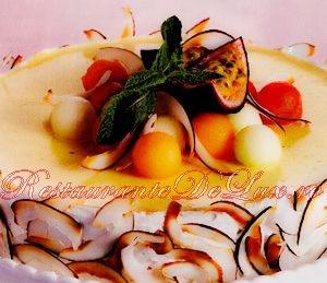 Tort_cu_rom_si_fructe_4