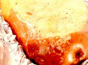 Cartofi cu unt şi brânză Cheddar