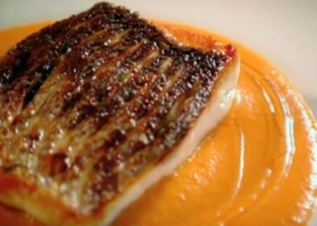 Cum se prepara biban de mare cu sos de piper – Gordon Ramsay (video)