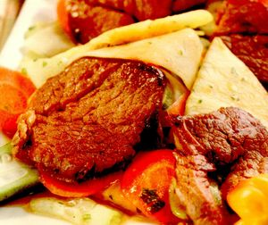 Salată din carne de porc cu papaya