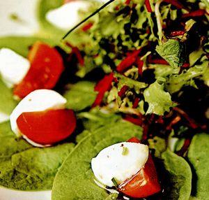 Salata de spanac cu mozzarella si rosii cherry