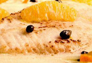 File de peşte cu sos de portocale şi capere