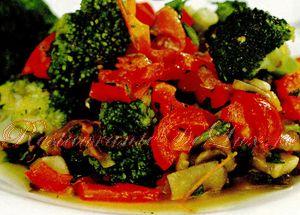 Reteta zilei: Salata de broccoli cu ardei gras