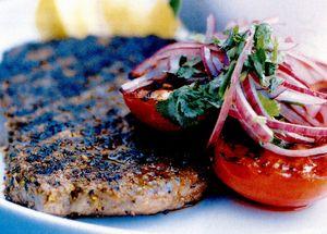 Steak cu salată de roşii rumenite