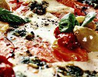 Pizza cu sos pesto