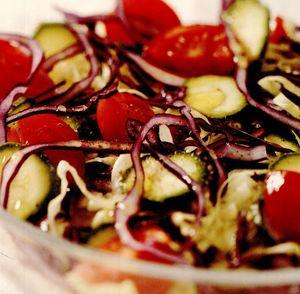 Salată orientală cu varză roşie