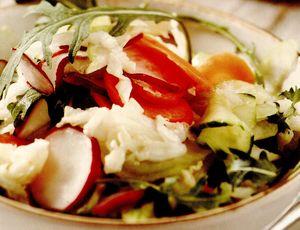 Salată rapidă din legume asortate