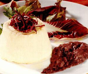 Tartă de ricotta şi cartofi cu sos de cicoare roşie
