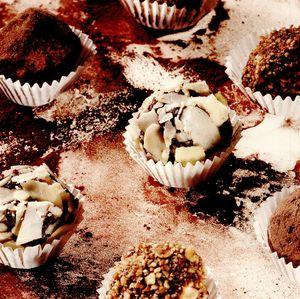 Trufe de ciocolată si fructe uscate
