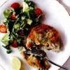 Chiftele_de_somon_si_broccoli_cu_salata_de_rosii_avocado_si_nasturel
