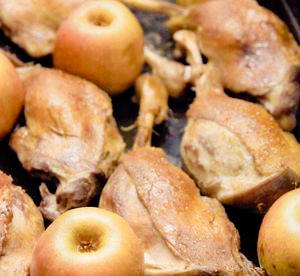 Friptură de gâscă în sos de mere