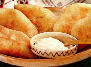 Plăcinte cu cartofi şi mujdei de usturoi