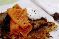 Plăcinţele din cartofi cu muştar şi somon afumat