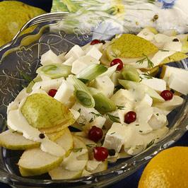 Salată de pere cu praz şi caş dulce
