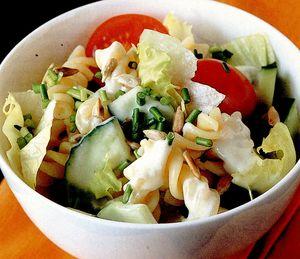 Salata de paste cu sos cremos
