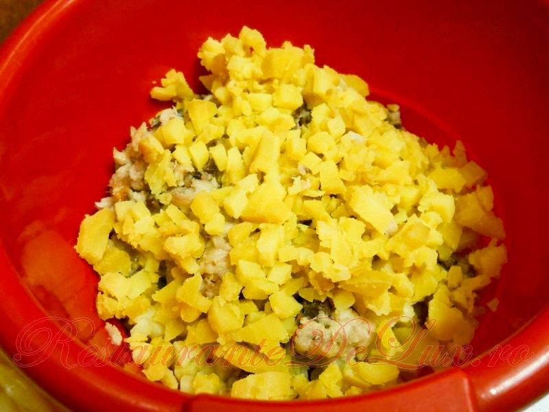 Reteta zilei: Salata de peste afumat, cartofi si maioneza