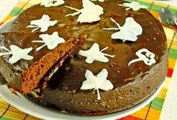 Tort_de_ciocolata_cu_fluturi_albi