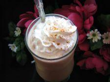 Cafea cu lapte, frisca si gheata