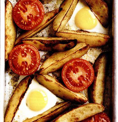 Cartofi şi ouă la cuptor