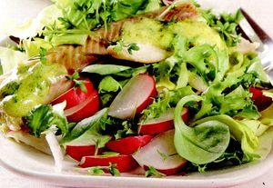 Salată de primăvară cu păstrăv afumat