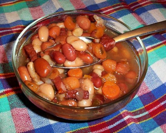 Supa de fasole cu perisoare