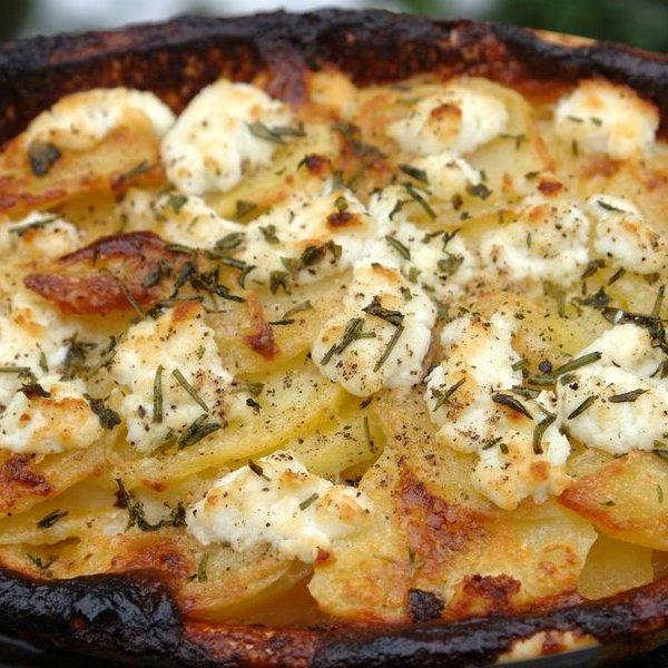 Cartofi gratinaţi la cuptor cu salam uscat şi ciuperci