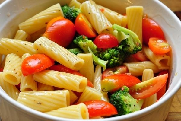 Paste cu broccoli şi roşii