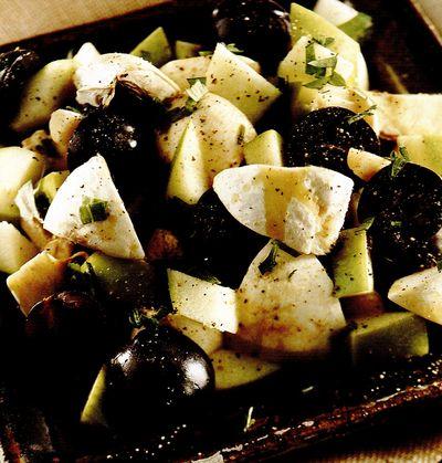 Salata cu ciuperci si struguri negri