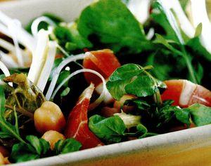 Salată cu năut, speck şi evantaie de ceapă