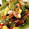 Salata_de_creveti_cu_mango_ceapa_si_rosii